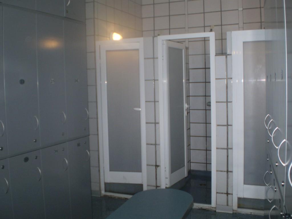 obezbedjene kabine za stvari u zatvorenmo bazenu u vrnjackoj banjai