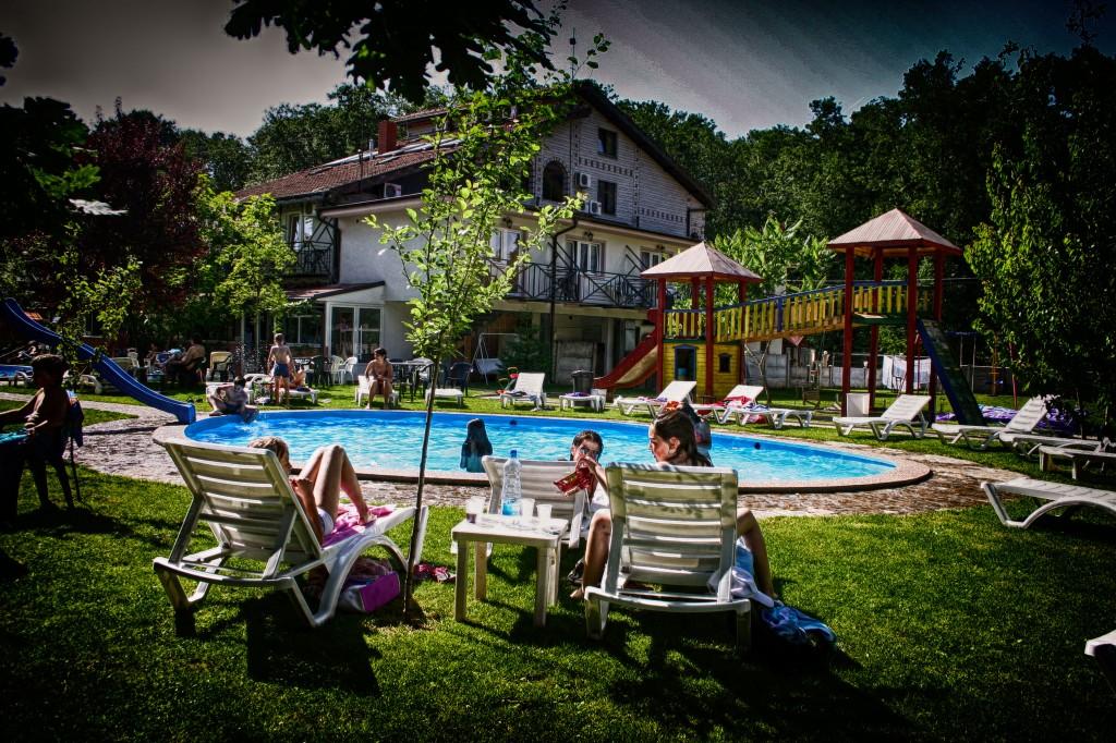 otvoreni bazen vila raj