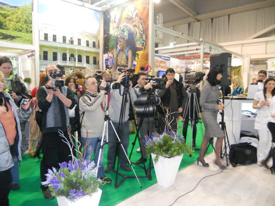 slika novinari na standu vrnjacke banje