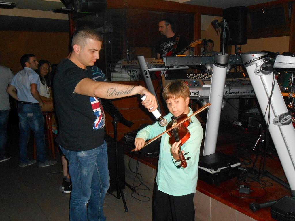"""Žurkom """"Srcem za violinu"""" prikupljeno   100.000din."""
