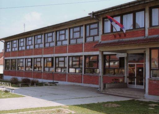 """Akcija """" Obnovimo biblioteku"""" u školi u Vranešima"""